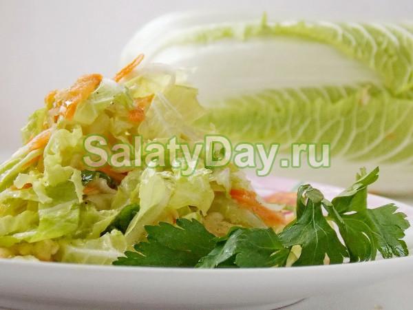 Салат из пекинской капусты с соленым огурцом