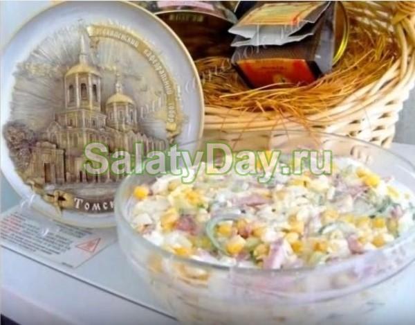 Праздничный салат с колбасой и кириешками