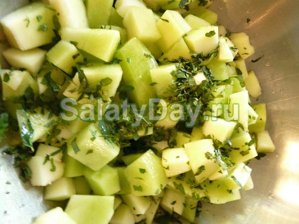 Салат с дыней и сыром «Фета»
