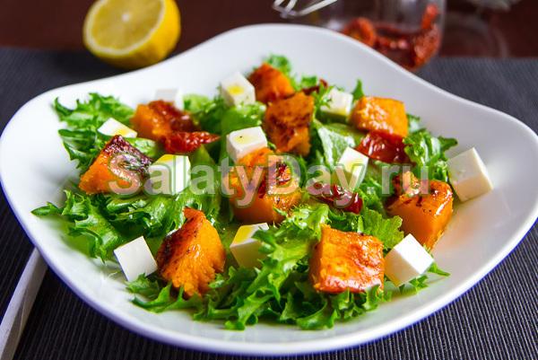 Салат с фетой и персиками