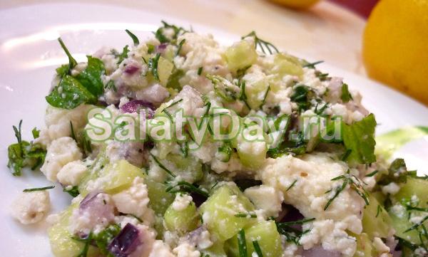 Салат с говядиной и сыром «Фета»