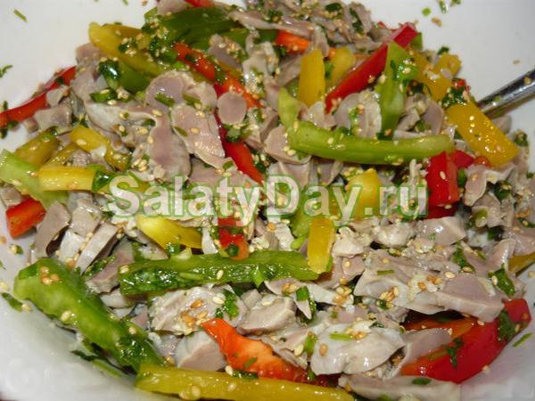 Салат из пупков куриных - с сельдереем и яблоками
