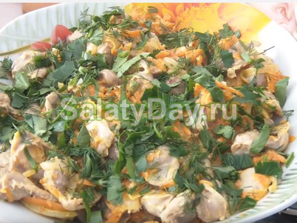 Салат из пупков куриных - теплый