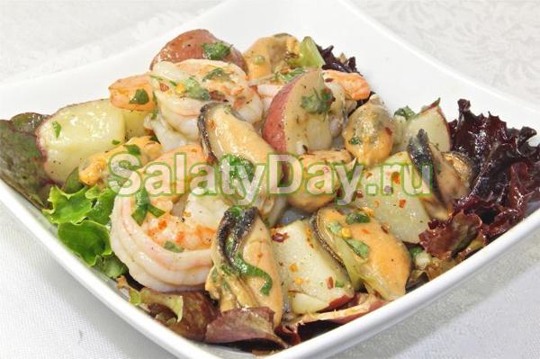 Салат «Морской» с мидиями, кальмарами, креветками и укропом
