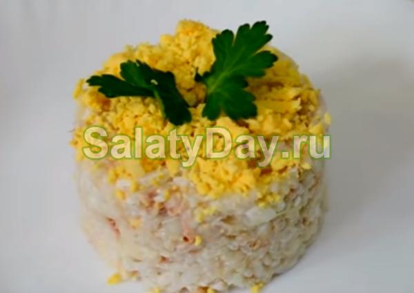 Салат из горошка и сайры