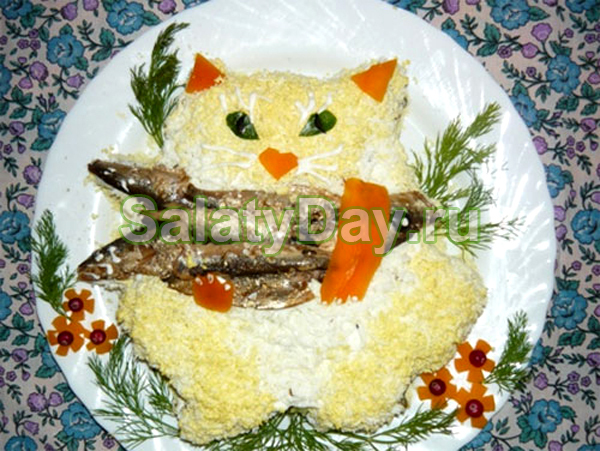Салат Кот на рыбалке со шпротами