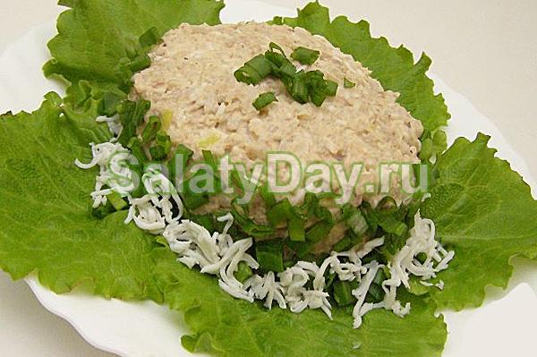 Салат из рыбных консервов с яйцами и рисом
