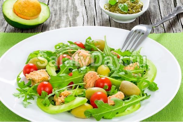 Салат на скорую руку с авокадо, тунцом и томатами черри