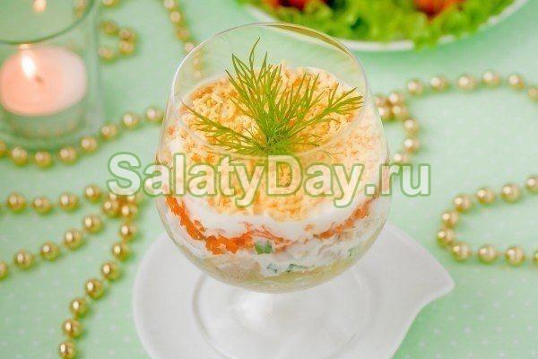 Салат на скорую руку с сыром, яйцом и морковью