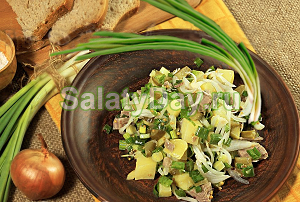 Салат «Деревенский» с мясом и картофелем