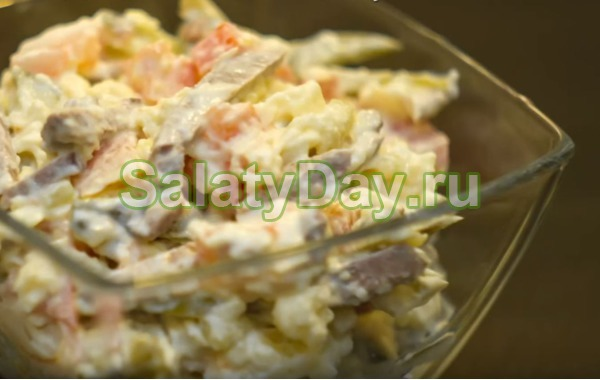 Салат с говядиной и помидорами