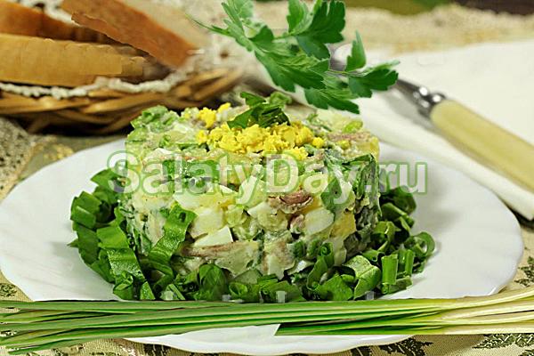 Салат с черемшой и отварной говядиной