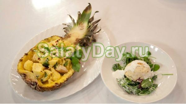 Салат с куриной грудкой в ананасе