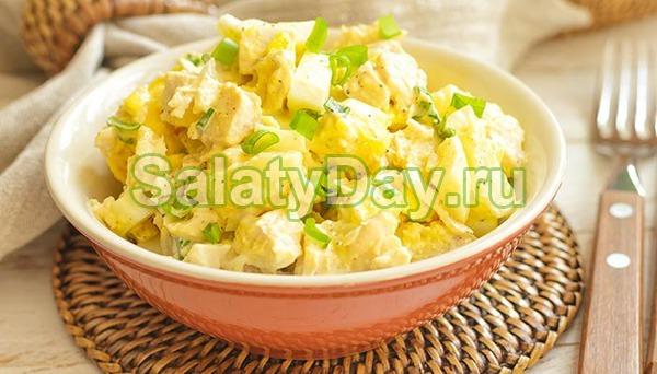 Простой салатик с курицей и ананасами