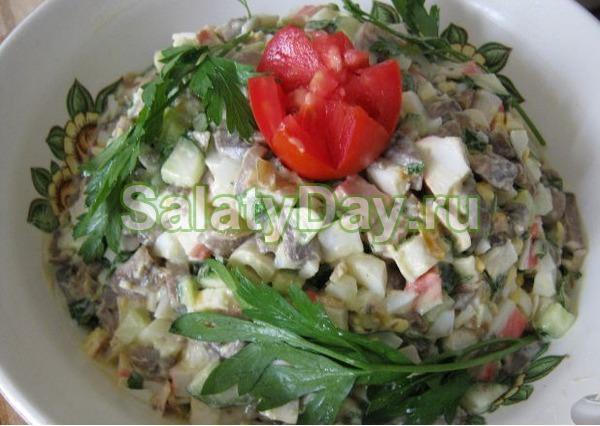 """Салат """"Нежный"""" с маринованными грибами и яблоком"""