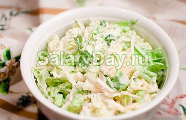 """Салат """"Нежный"""" с курицей и пекинской капустой"""