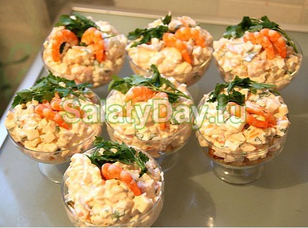 """Салат """"Нежный"""" с хурмой и морепродуктами"""