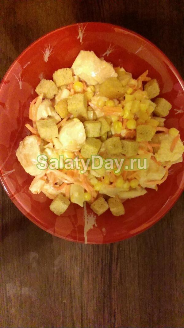Салат с кукурузой, корейской морковью и курицей