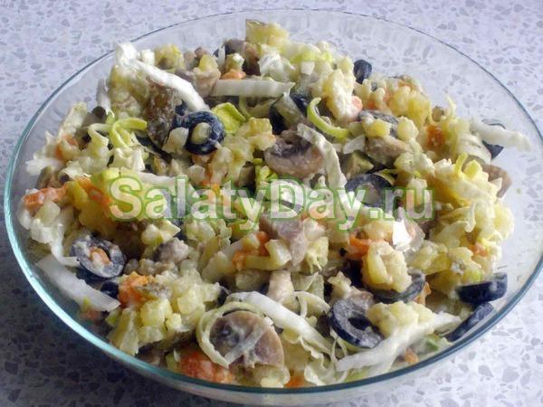 Неклассический салат Оливье с колбасой, грибами и курицей