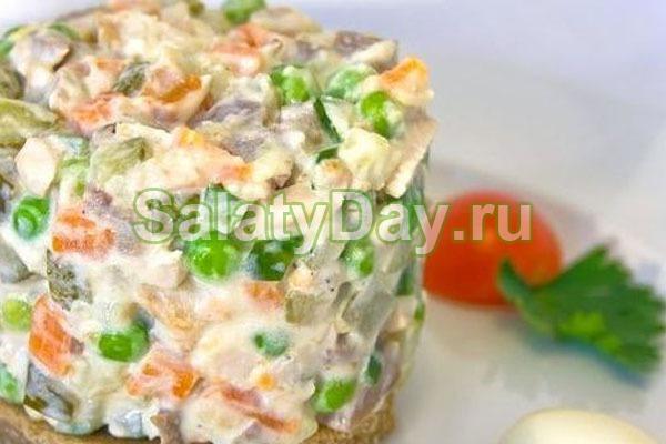 Салат Оливье с колбасой и маринованными шампиньонами