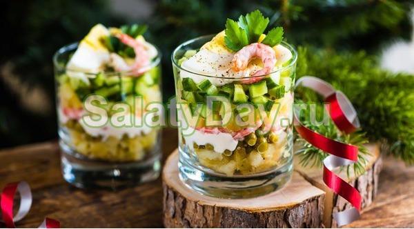 Салат-коктейль Оливье с колбасой и креветками