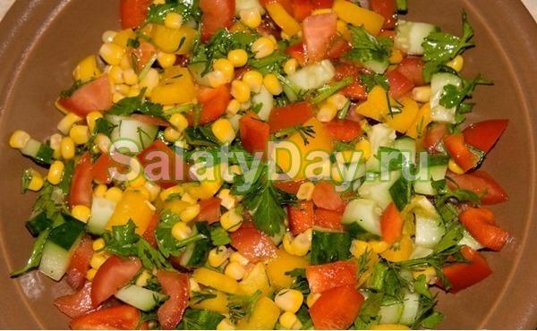 Простой салат на Новый год из перца, сыра и кукурузы