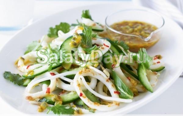 Простой салат на Новый год с кальмарами