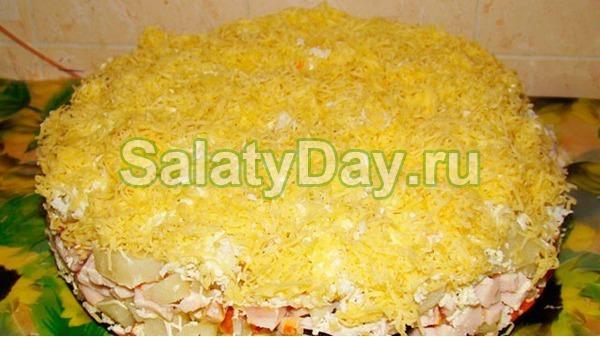 Простой салат на Новый год – «Сырный чипсик»