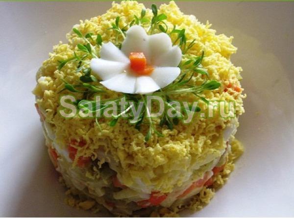 Салат «Ромашка» с копченым окороком