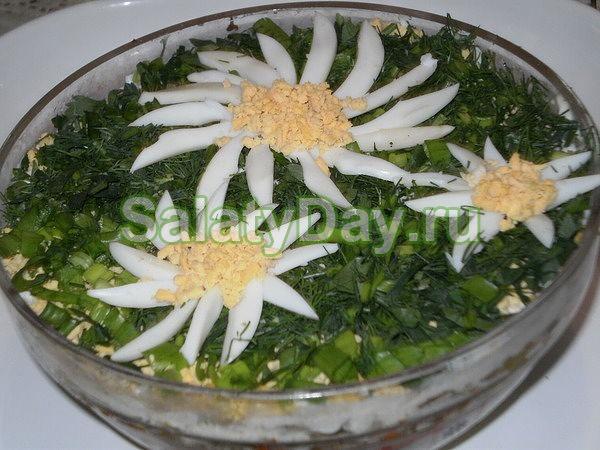 Салат «Ромашка» с сыром и яйцом