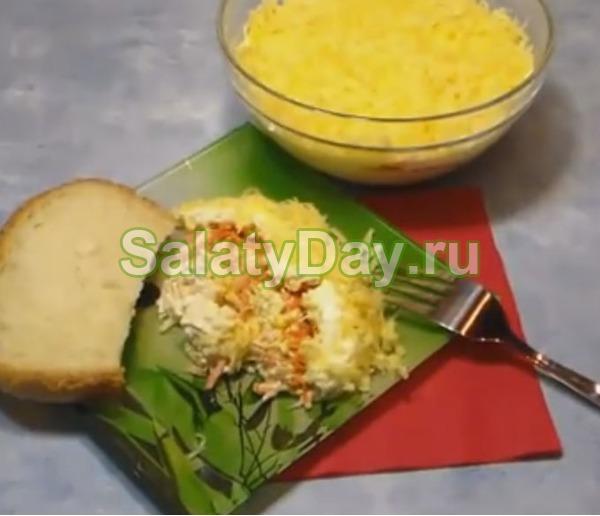 Салат с корейской морковью и курицей - сыром и яйцами