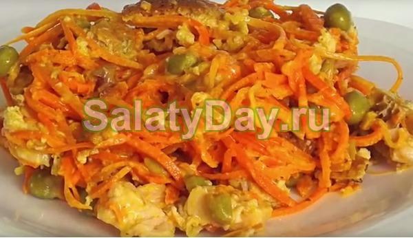Салат с корейской морковью и курицей и Японским Омлетом
