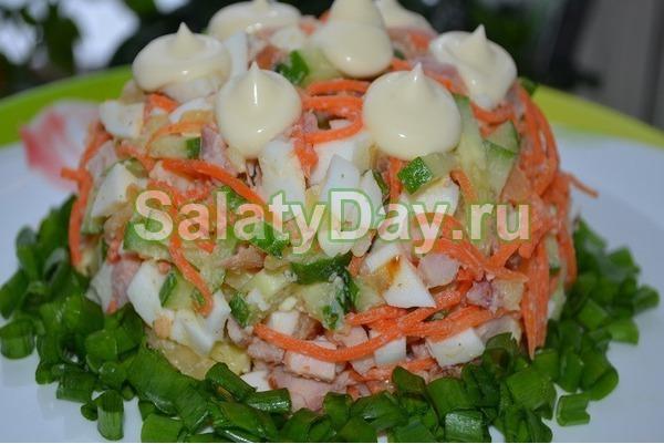 Салат с корейской морковью и курицей с жареными грибами