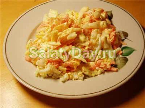 Салат выкладывается на чипсы