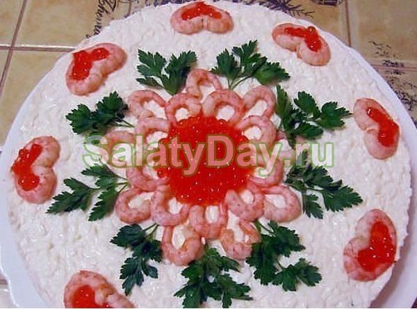 Салат морская жемчужина с креветками кальмарами и красной икрой