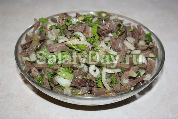 Салат с говяжьим сердцем с солеными огурцами рецепт