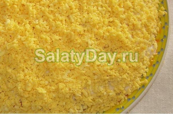 Салат из рыбных консервов и плавленым сырком