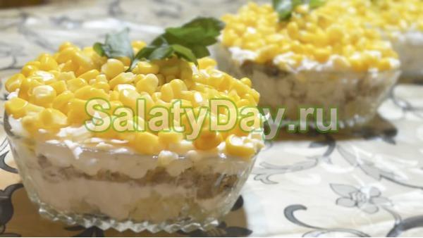Салат из рыбных консервов и кукурузы