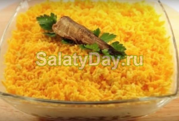 Салат из шпрот — презентабельная закуска с оригинальным вкусом: рецепт с фото и видео 4