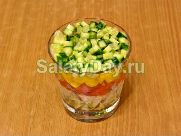 Салат с сёмгой и авокадо слоями рецепт