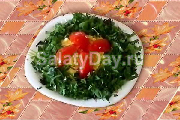 Салат из шпрот — презентабельная закуска с оригинальным вкусом: рецепт с фото и видео