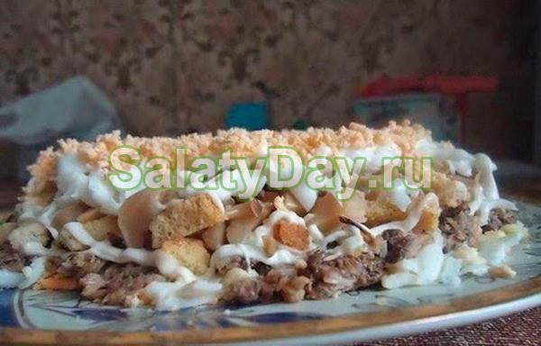 Салат из шпрот - презентабельная закуска с оригинальным вкусом: рецепт с фото и видео