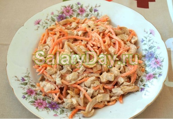 Салат с маринованными опятами, курицей и корейской морковкой