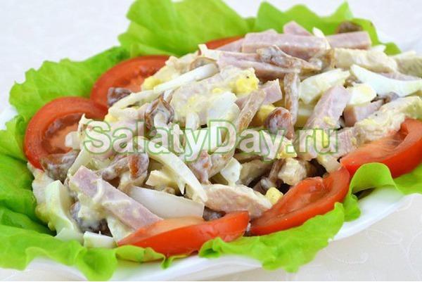 Салат с маринованными опятами, ветчиной и сыром