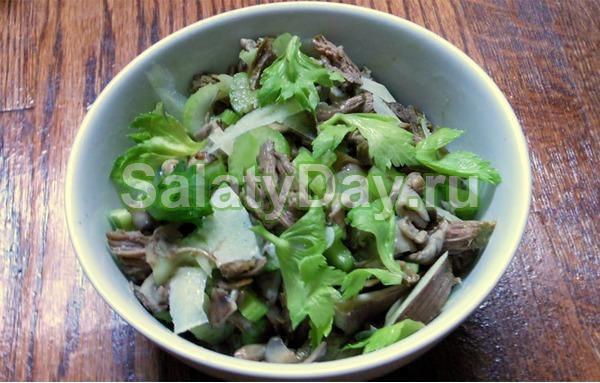 Салат из говяжьего языка с белокочанной капустой