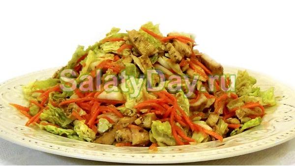 """Салат без майонеза с пекинской капустой и филе курицы - """"Легкий"""""""