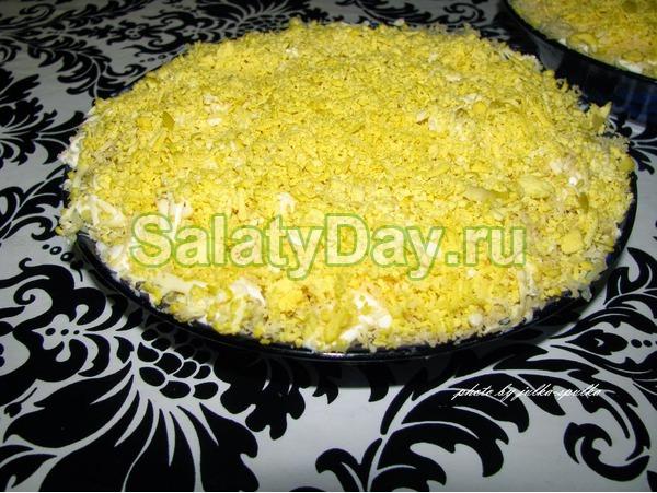 Простой салат из кальмаров без майонеза