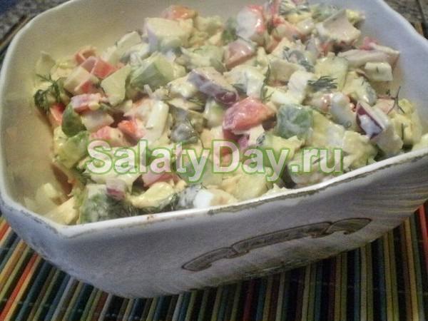 Салат с крабовым мясом и огурцом