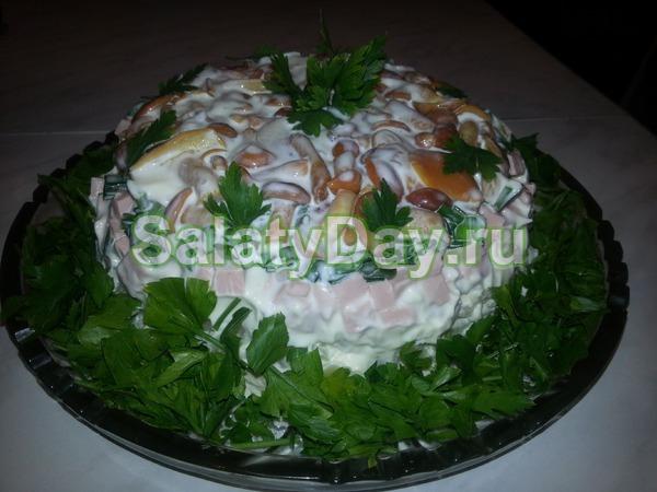 Салат с маринованными опятами слоями