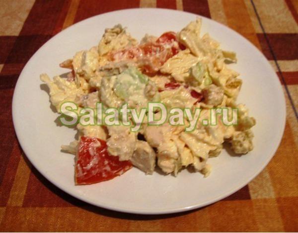 Салат «Цезарь» с курицей и адыгейским сыром